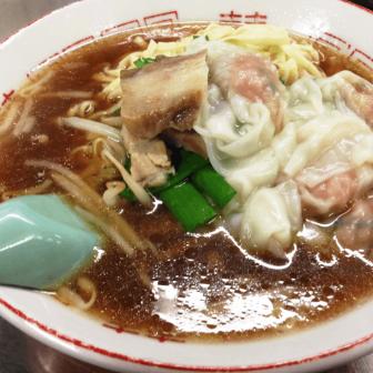 丸玉食堂のワンタン麺